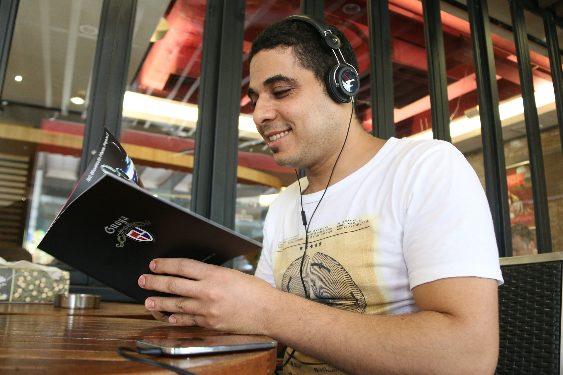 ascoltare la radio-radio streaming-consulenza radiofonica-web radio-ascoltare radio-ascoltare musica gratis-diretta radio