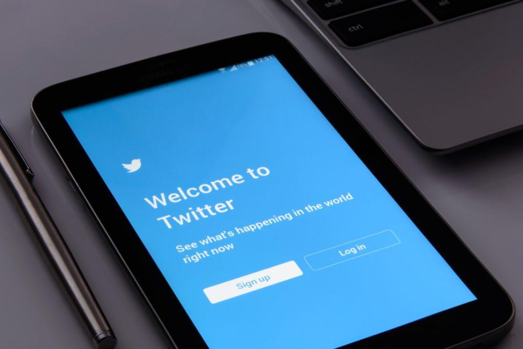 radio utilizza twitter-twitter radio-facebook radio-instagram radio-consulenza radiofonica-servizi di consulenza radiofonica