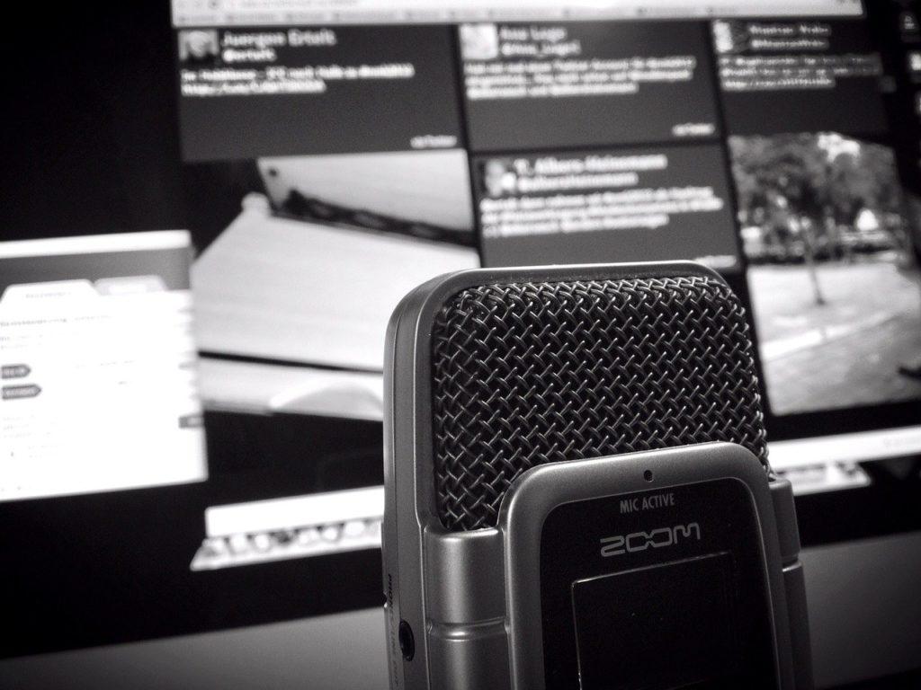 microfono in bianco e nero