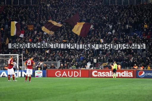 Striscione di protesta per la Roma