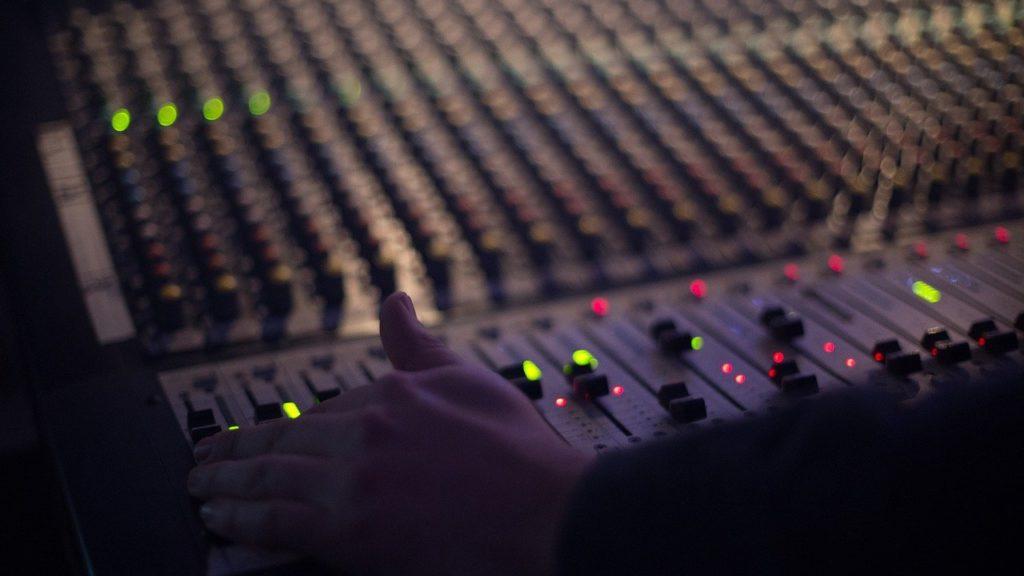 mixer per fare radio