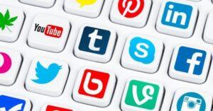 vari social media