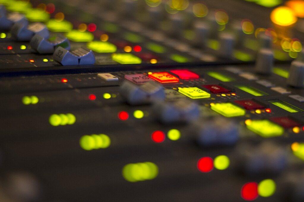 mixer per conduzione radiofonica
