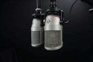 radio deve intrattenere e informare