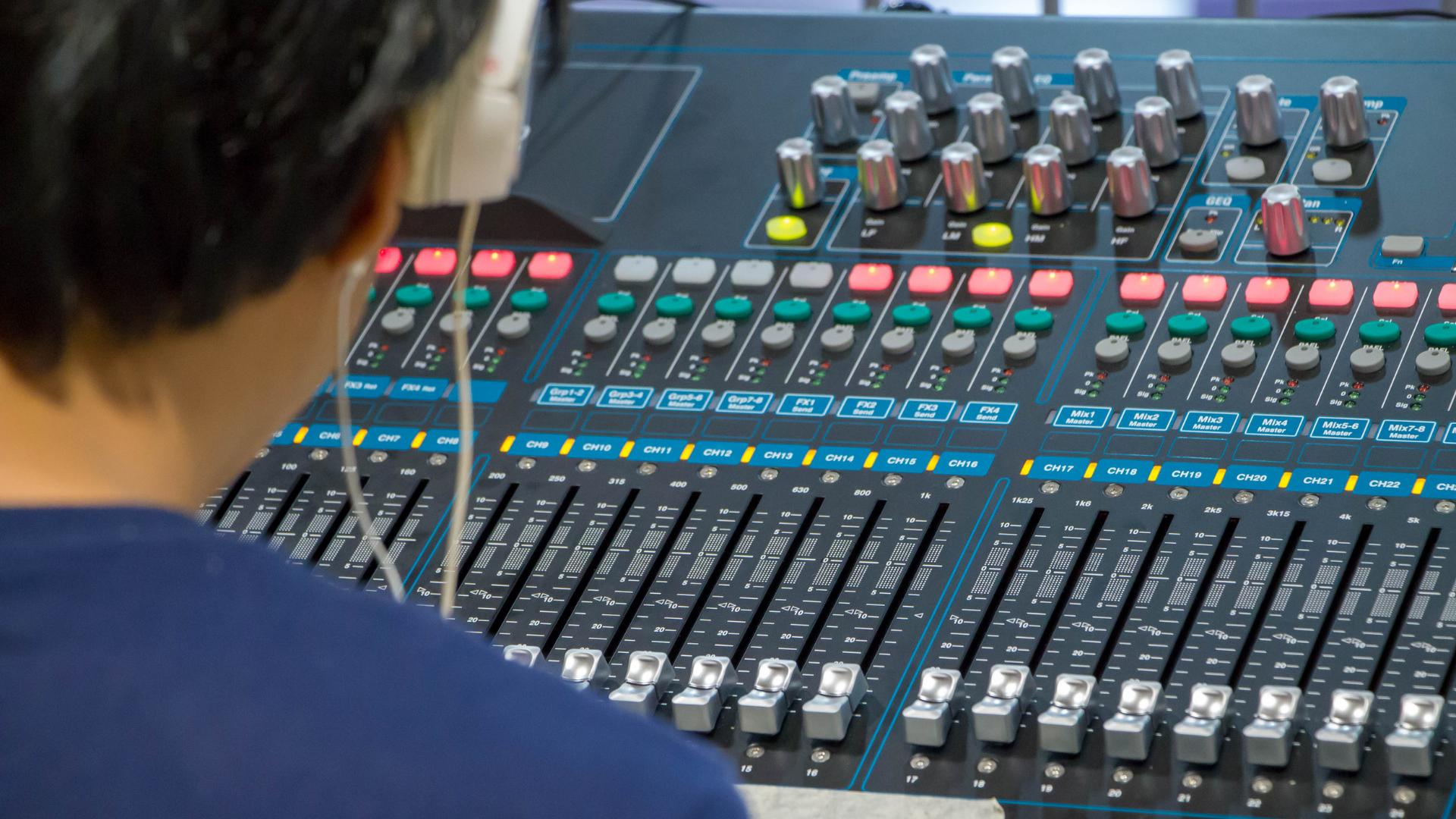 Servizi Alle Radio, Gestione e Controllo Contenuti In Programmi e Talk