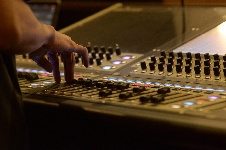 lavoro da fonico radio