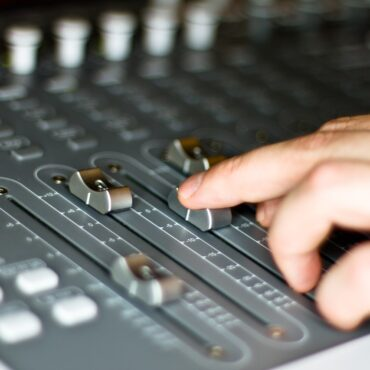 autoregia speaker radiofonico